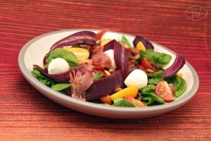 Salata cu morcovi lila