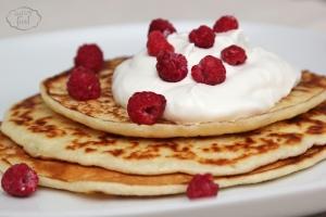 Clatite (pancakes) cu cocos si zmeura